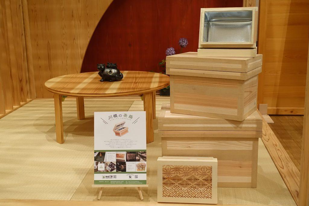世界お茶まつり2019に展示された「レーザー茶箱」と「茶箱タワー」